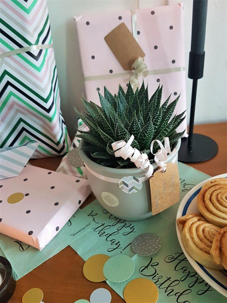 Hygge Geschenke Pastell Verpackung Geburtstagstisch